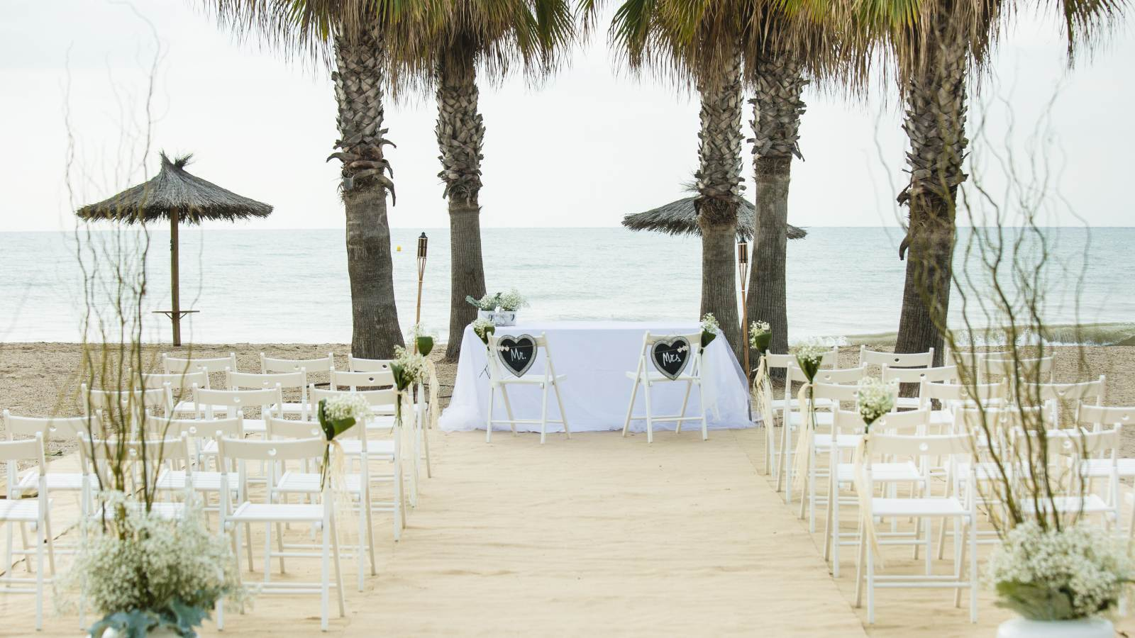 Plan a beach wedding at Le Méridien Ra El Vendrell