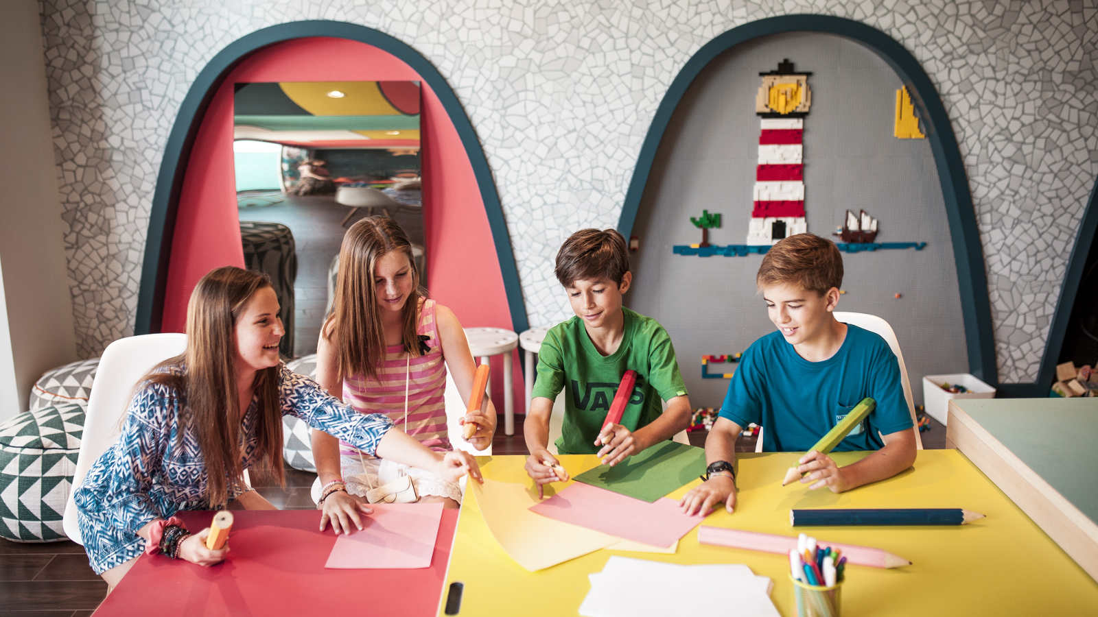 Sculpture and painting workshops Kids Club Le Méridien Ra