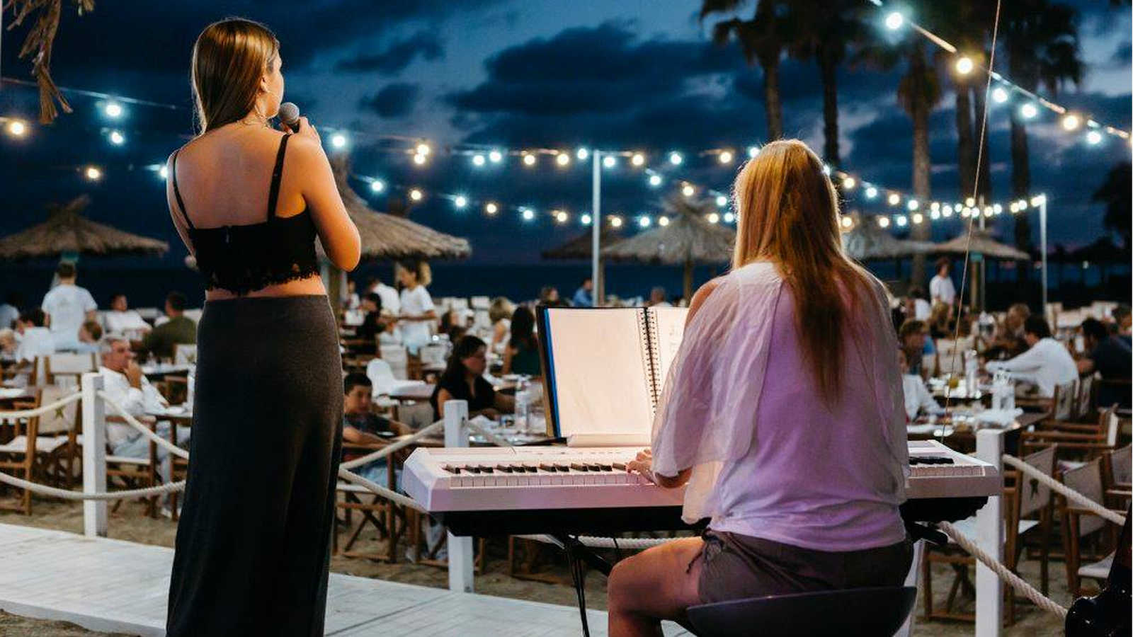 Live Music and Entertainment at the Beach Club Le Méridien Ra